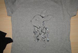 એ 2 ટી-શર્ટ પ્રિન્ટર WER-D4880T દ્વારા ગ્રે ટી-શર્ટ પ્રિંટિંગ નમૂના